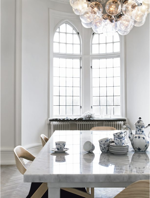 marble-kitchen-table-bauble-chandelier.png