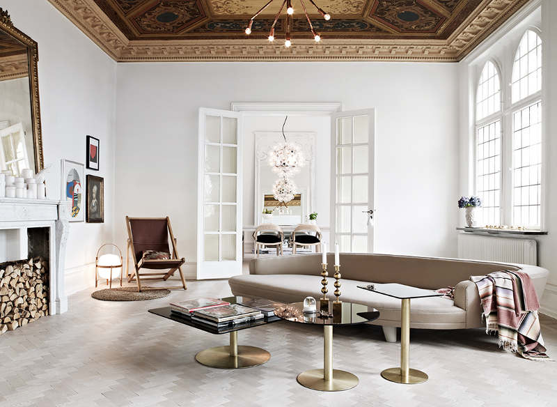 White walls, ground floor, white windows and most of the white furniture conceal a lot of femininity and thanks to neutral base excel distinctive elements like gold side tables and a huge mirrors.