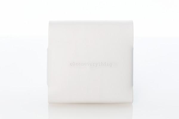 white_wallet_grande.jpg