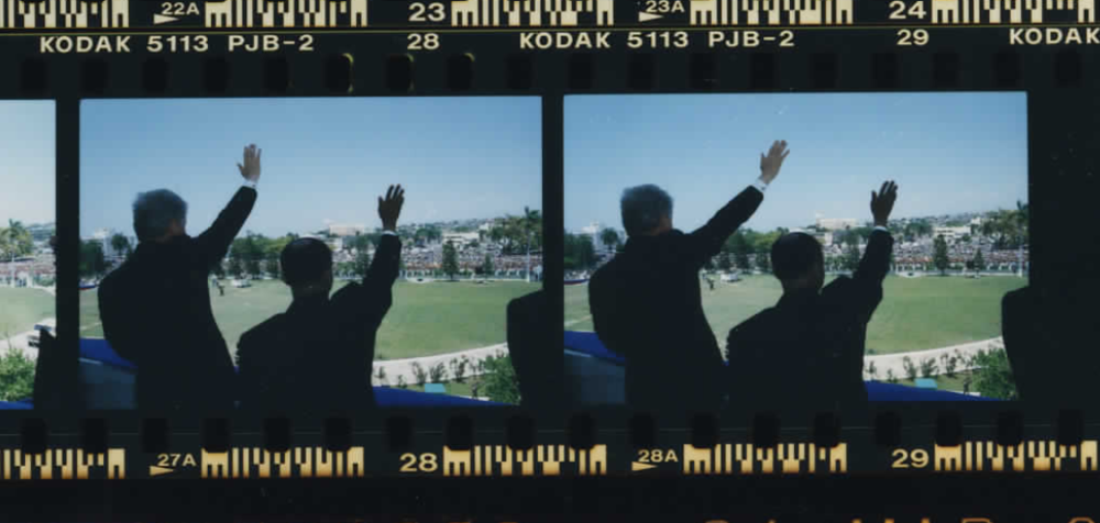 President Clinton and Jean-Bertrand Aristide waving at Haiti's National Palace on March 31, 1995 (Photo sheet: P026006)
