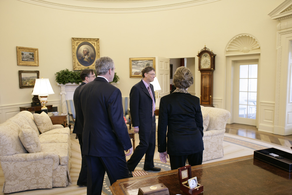 Lunch and Oval Office photo opportunity with Bill Gates and President George W. Bush on March 15, 2006.  M1Hi_j0005 (George W. Bush Presidential Library and Museum)