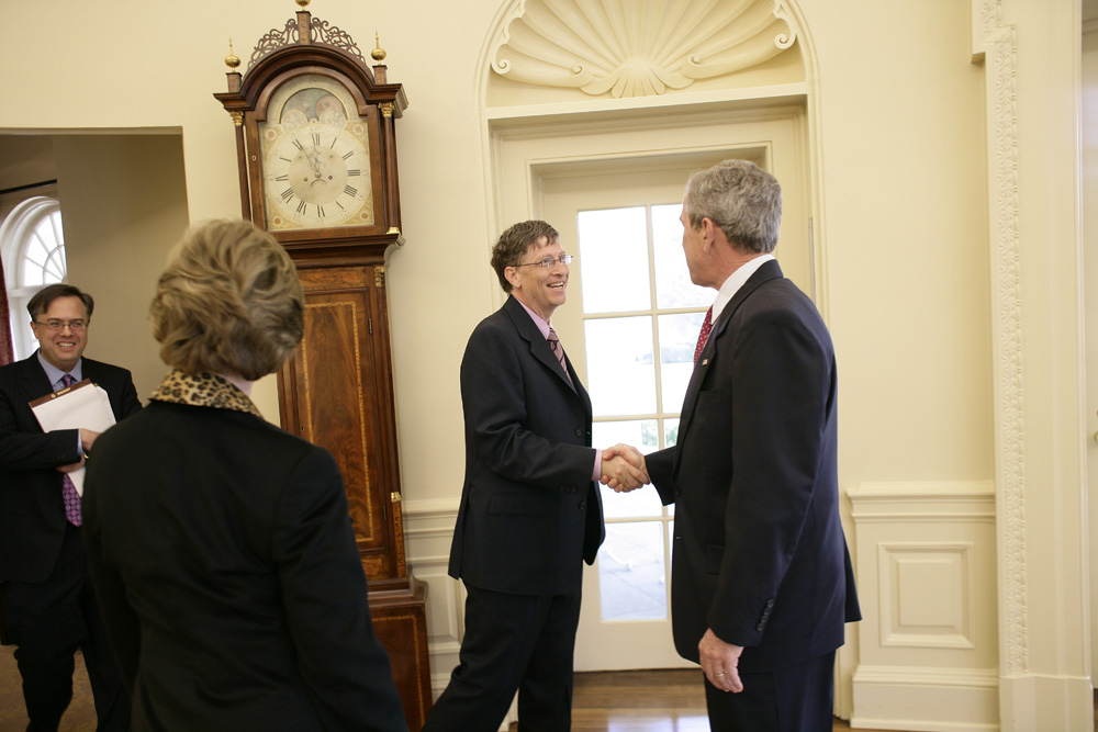 Lunch and Oval Office photo opportunity with Bill Gates and President George W. Bush on March 15, 2006.  M1Hi_j0071 (George W. Bush Presidential Library and Museum)