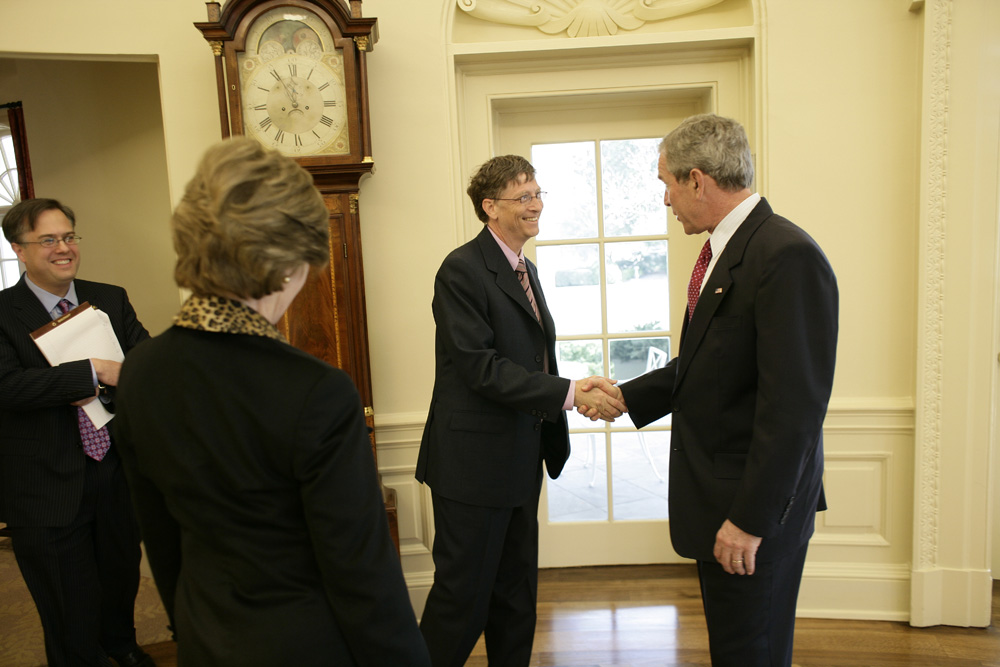 Lunch and Oval Office photo opportunity with Bill Gates and President George W. Bush on March 15, 2006.  M1Hi_j0073 (George W. Bush Presidential Library and Museum)