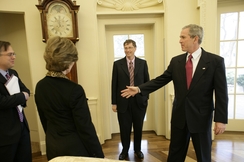 Lunch and Oval Office photo opportunity with Bill Gates and President George W. Bush on March 15, 2006.  M1Hi_j0075 (George W. Bush Presidential Library and Museum)