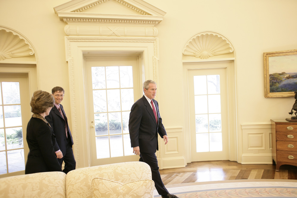 Lunch and Oval Office photo opportunity with Bill Gates and President George W. Bush on March 15, 2006.  M1Hi_j0081 (George W. Bush Presidential Library and Museum)