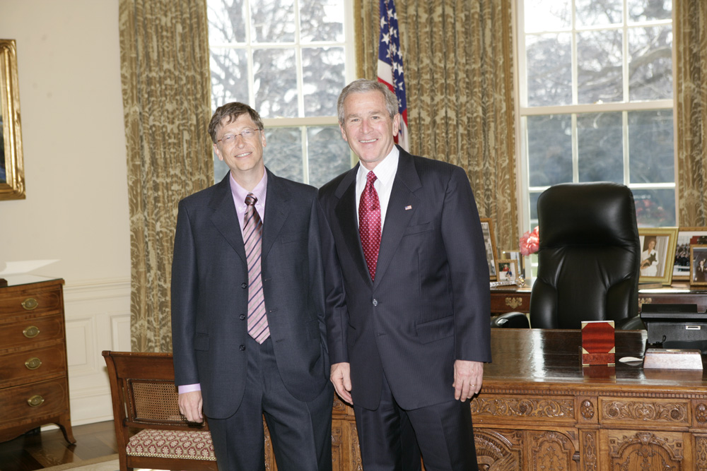 Lunch and Oval Office photo opportunity with Bill Gates and President George W. Bush on March 15, 2006. This event also included Mrs. Laura Bush and Mike Gerson.  M1Hi_j0202 (George W. Bush Presidential Library and Museum)