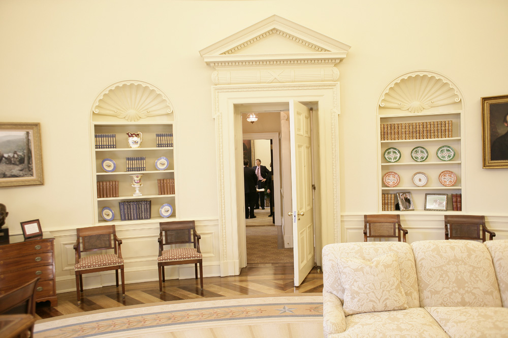 Lunch and Oval Office photo opportunity with Bill Gates and President George W. Bush on March 15, 2006. This event also included Mrs. Laura Bush and Mike Gerson.  M1Hi_j0232 (George W. Bush Presidential Library and Museum)