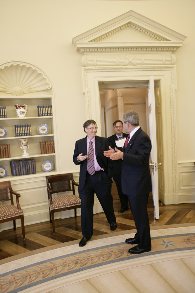 Lunch and Oval Office photo opportunity with Bill Gates and President George W. Bush on March 15, 2006. This event also included Mrs. Laura Bush and Mike Gerson.  M1Hi_j0240 (George W. Bush Presidential Library and Museum)