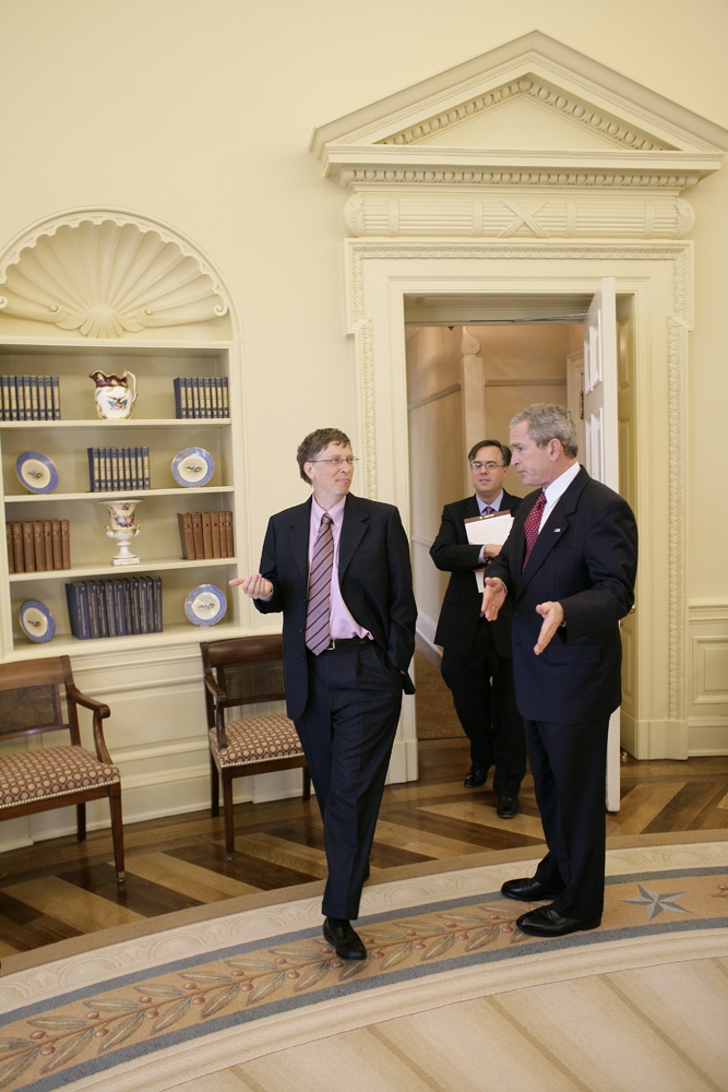 Lunch and Oval Office photo opportunity with Bill Gates and President George W. Bush on March 15, 2006. This event also included Mrs. Laura Bush and Mike Gerson.  M1Hi_j0242 (George W. Bush Presidential Library and Museum)