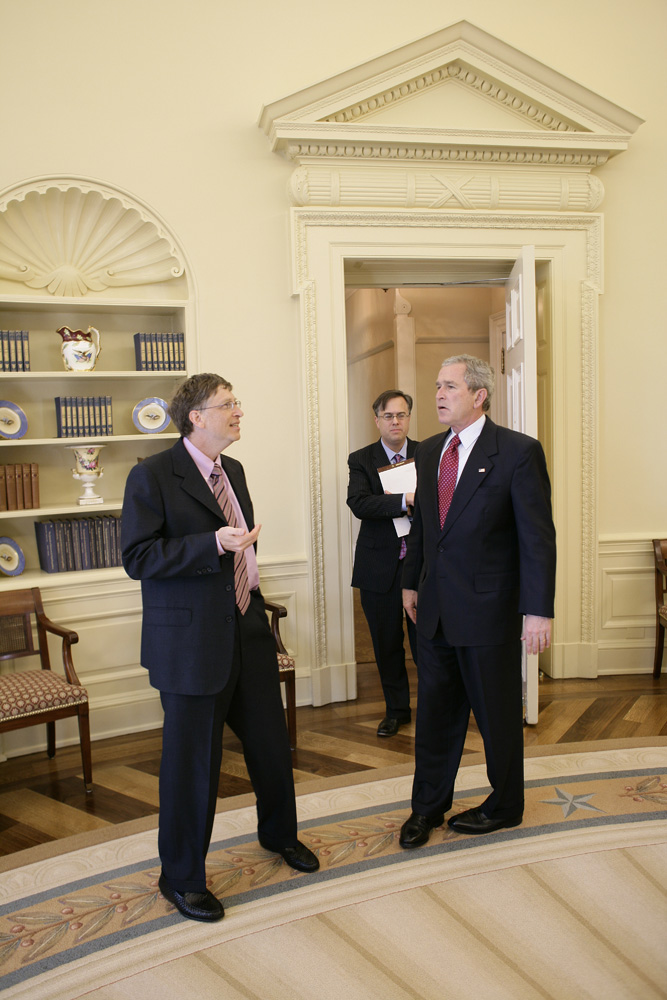 Lunch and Oval Office photo opportunity with Bill Gates and President George W. Bush on March 15, 2006. This event also included Mrs. Laura Bush and Mike Gerson.  M1Hi_j0244 (George W. Bush Presidential Library and Museum)