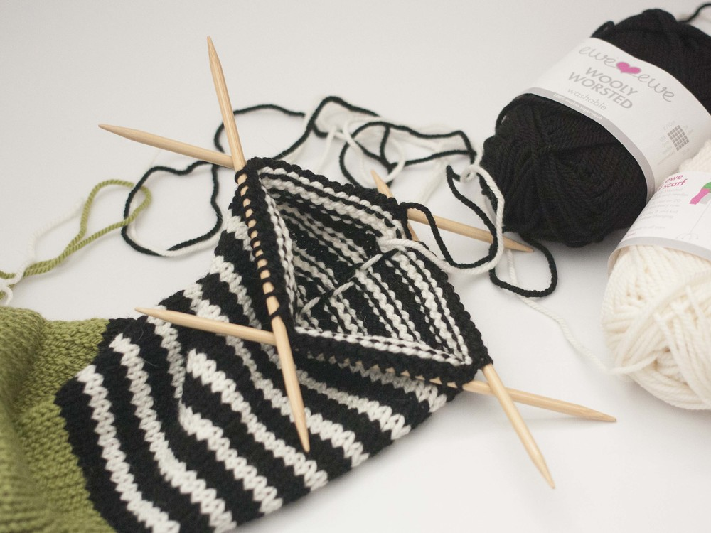 Knitting With Two Colors Carrying Yarn : Part stripes and carrying colors up in knitting — ewe