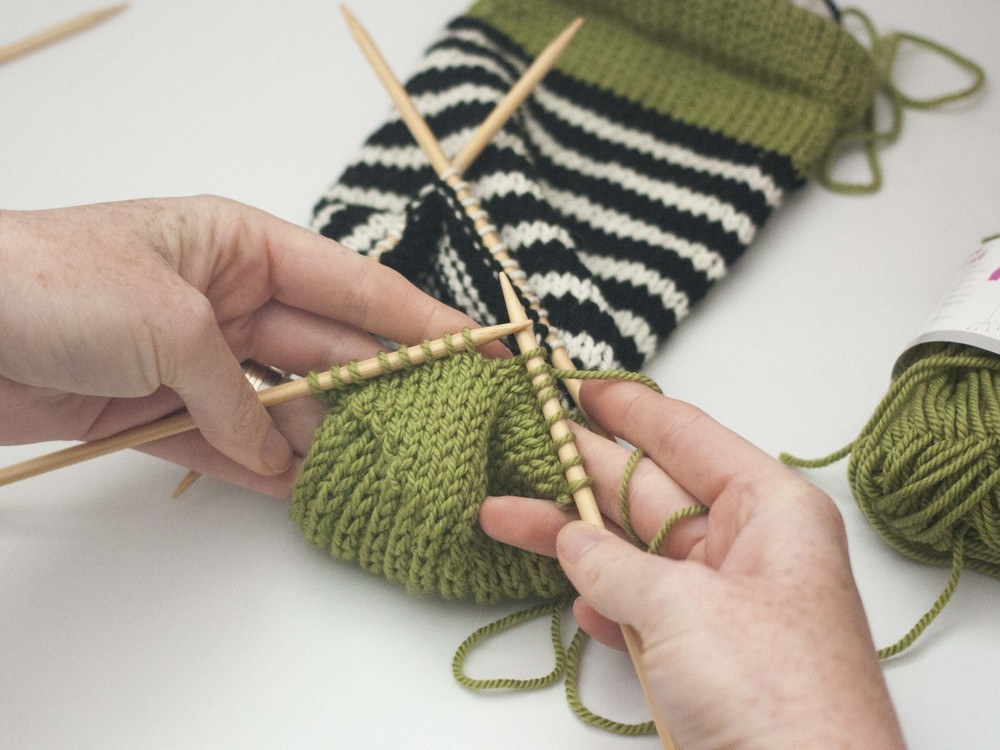 turning the heel of a sock in knitting