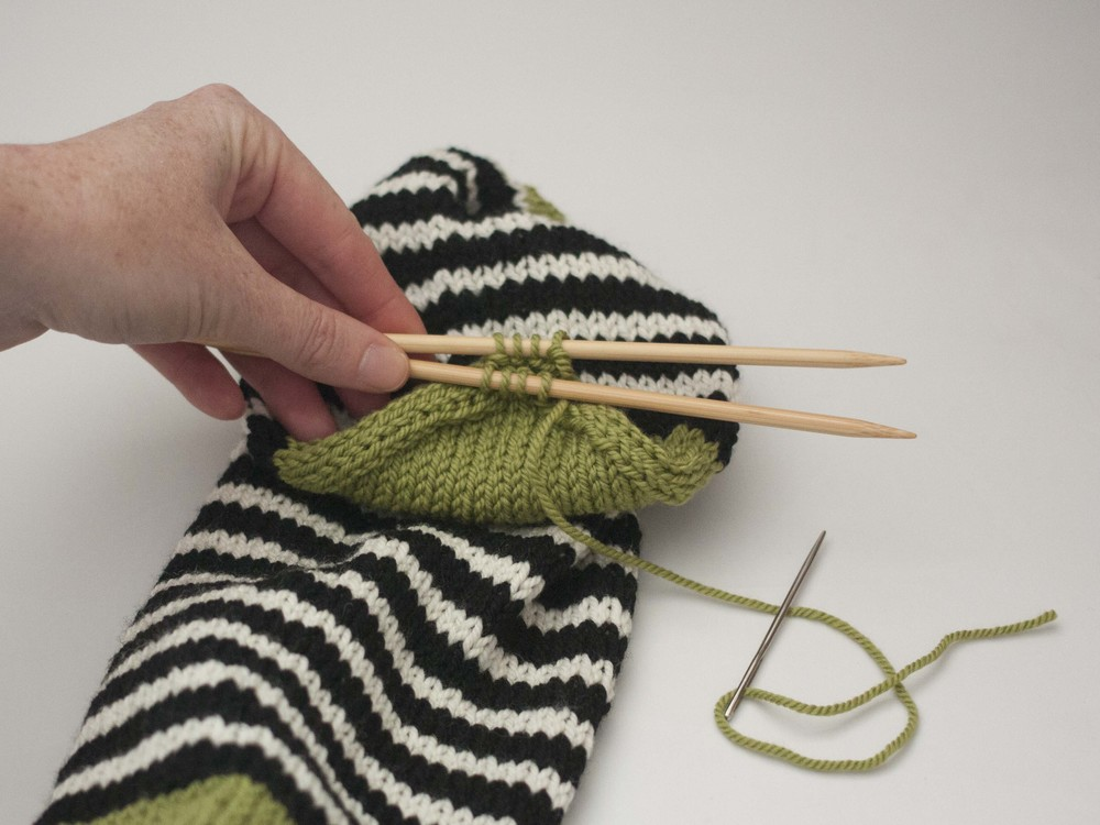 Part 4: Closing the toe and Kitchener Stitch   Ewe Ewe Yarns