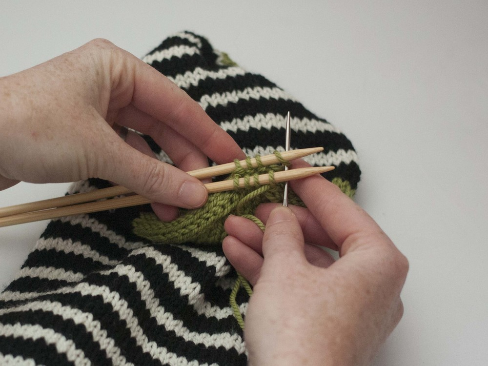Knitting Stitches Kitchener Stitch : Part 4: Closing the toe and Kitchener Stitch   Ewe Ewe Yarns