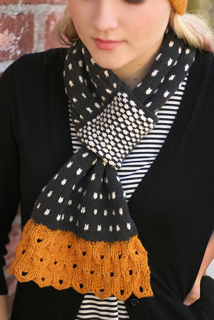 Freckles scarf knitting pattern