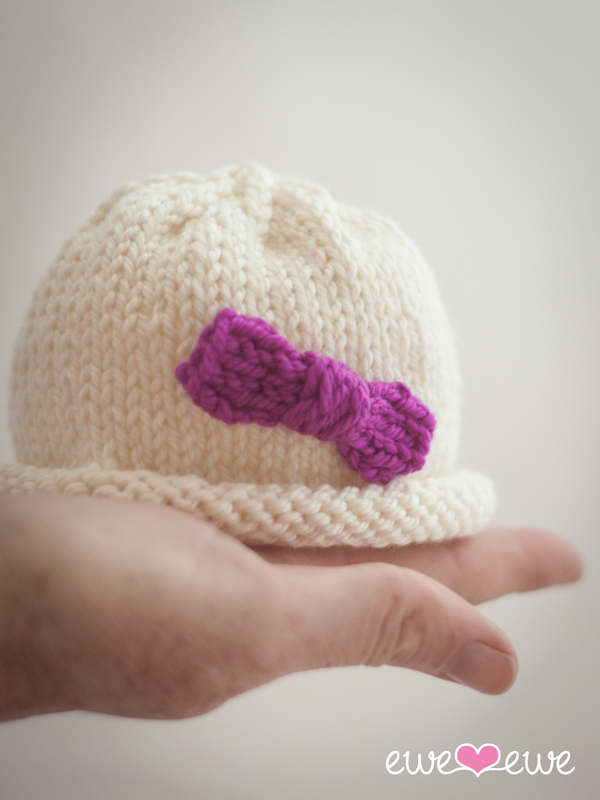 Hello Preemie  free baby hat knitting pattern.