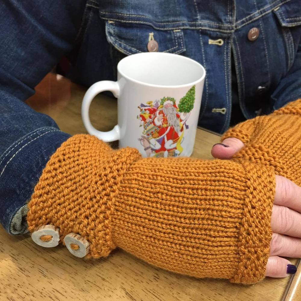 Poinsettia knitted mittens