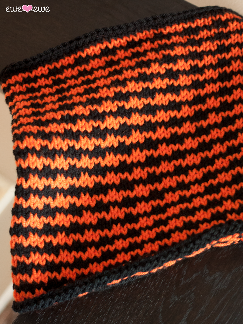 Halloween Houndstooth {free cowl knitting pattern}   Ewe Ewe Yarns