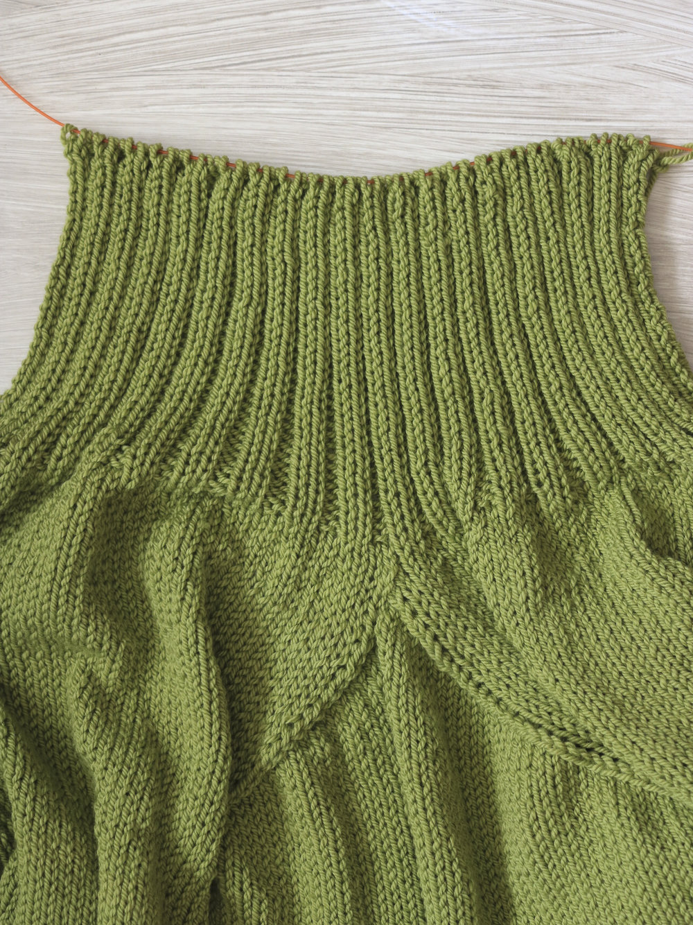 Neck rib on the Carbeth Cardigan using Baa Baa Bulky yarn from Ewe Ewe.