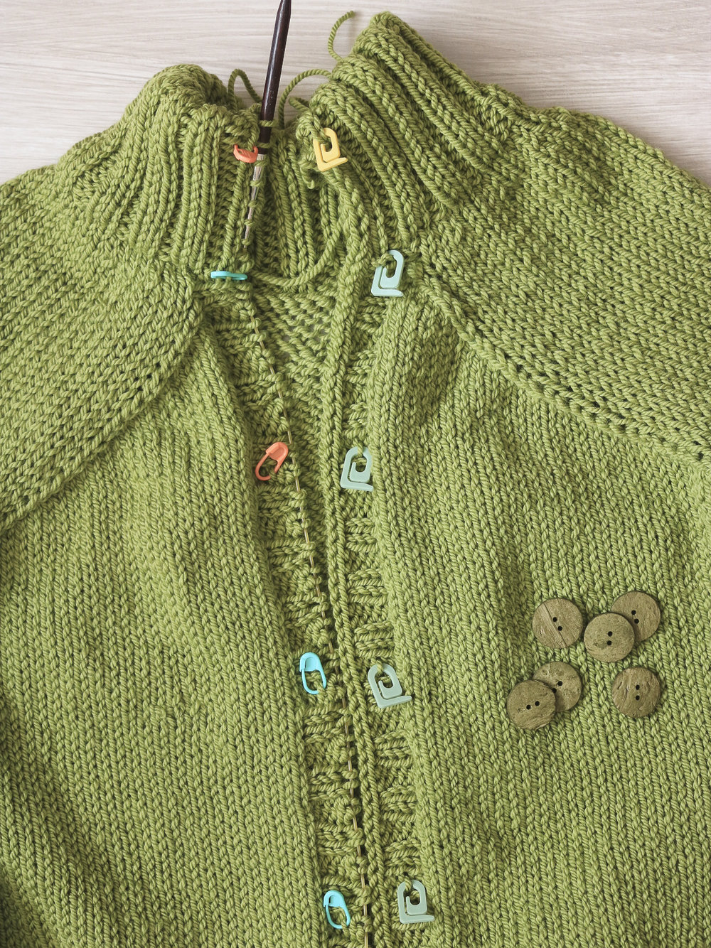 carbeth_cardigan_buttonholes_p.jpg