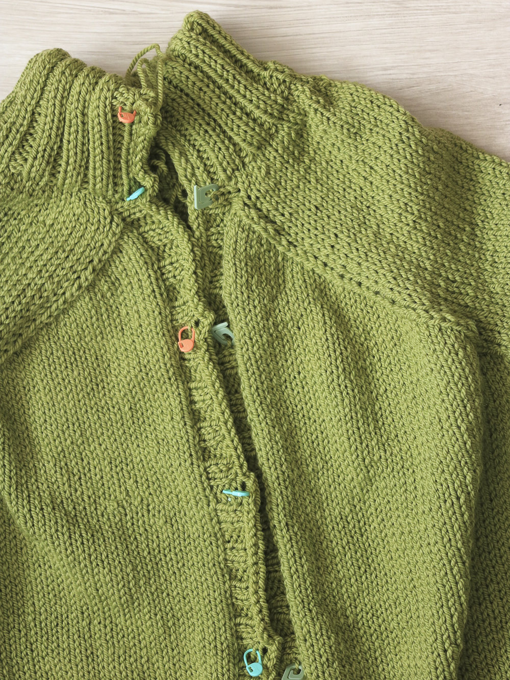 carbeth_cardigan_buttonholes_u.jpg