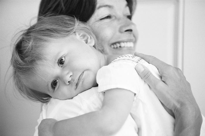 Sylvie-Gil-Family-Photography-little-girl-mom-mother-hold-black-white.jpg