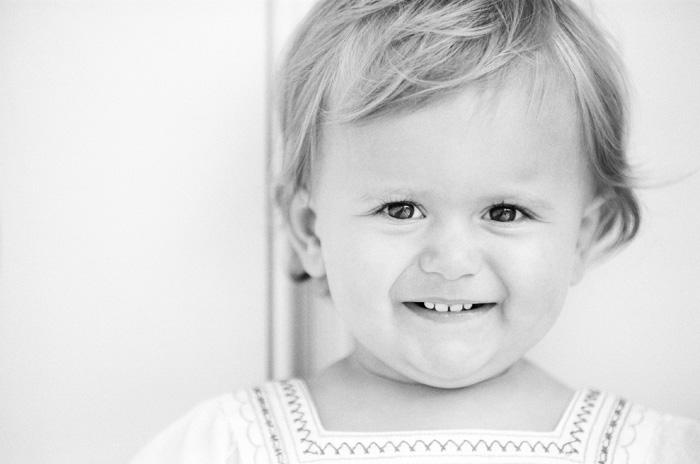Sylvie-Gil-Family-Photography-little-girl-black-white.jpg