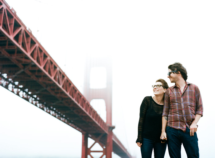 Sylvie-Gil-Engagement-Film-Photography-golden-gate-bridge-couple-outdoor-red-fog-holding-hands.jpg