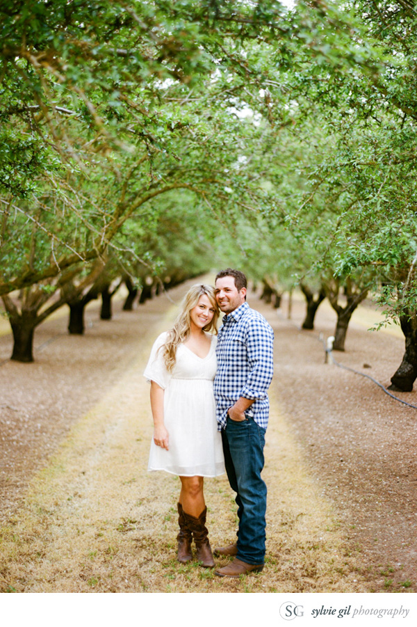 sylvie-gil-film-photography-portrait-engagement-outdoor-orchard