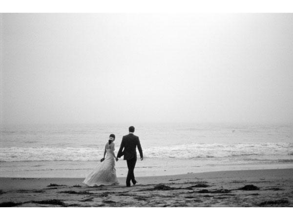 sylvie-gil-film-photography-engagement-black-white-beach-santa-barbara-weddings