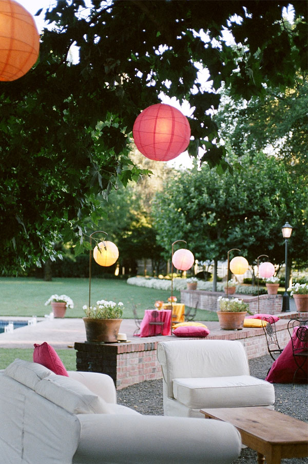 sylvie-gil-film-photography-wedding-beaulieu-garden-napa-details-flowers-lanterns-couches