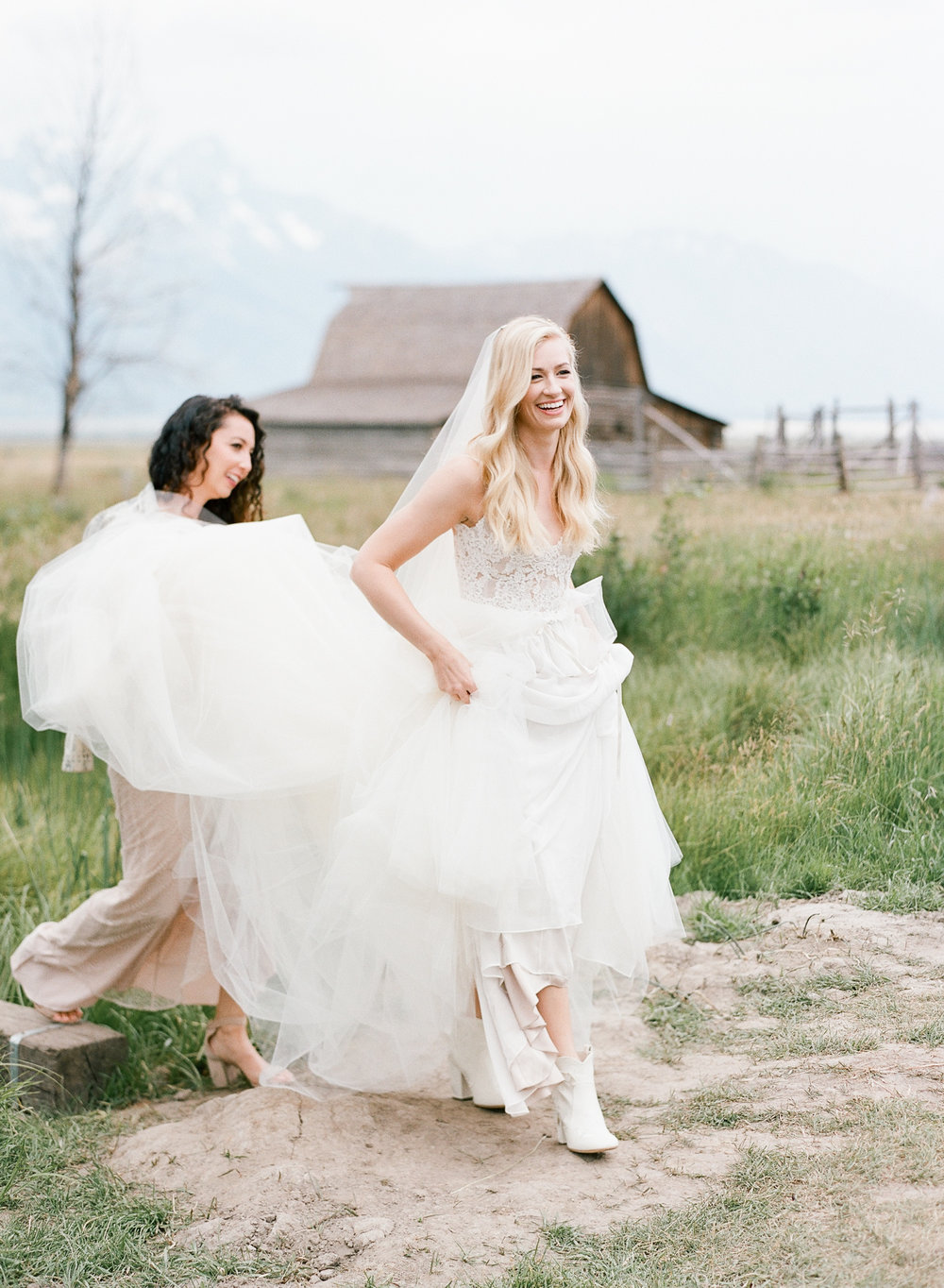 Country bride and Maid of Honor, Mountain bride, Wyoming wedding, Sylvie Gil Photography