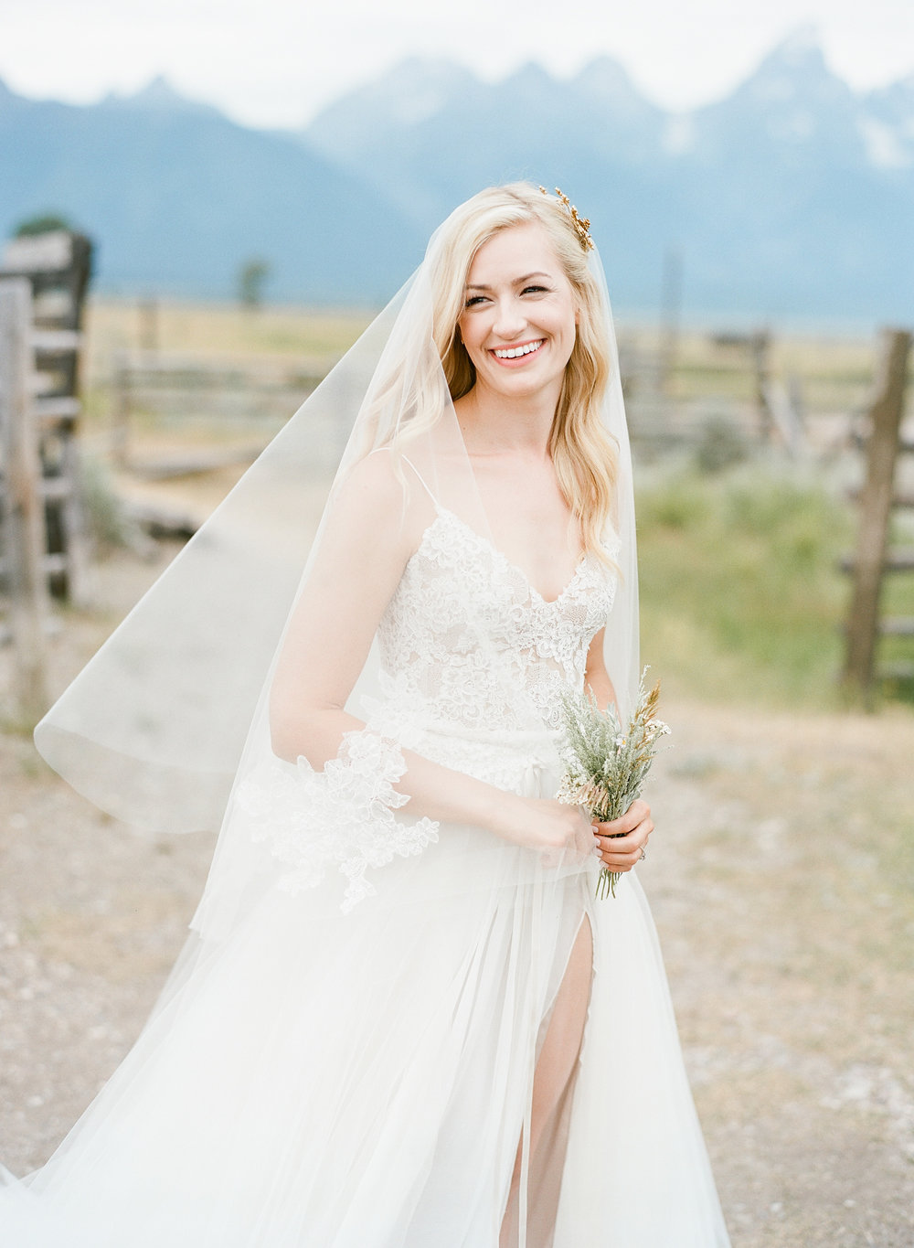 Beautiful country bride, wildflower bouquet, Monique Lhuillier gown, Sylvie Gil Photography