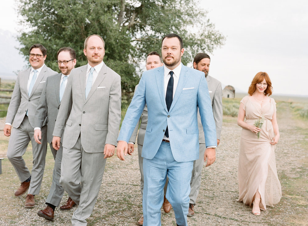 Groom with groomsmen and groomswoman, wildflwoer bouquet, Sylvie Gil Photography