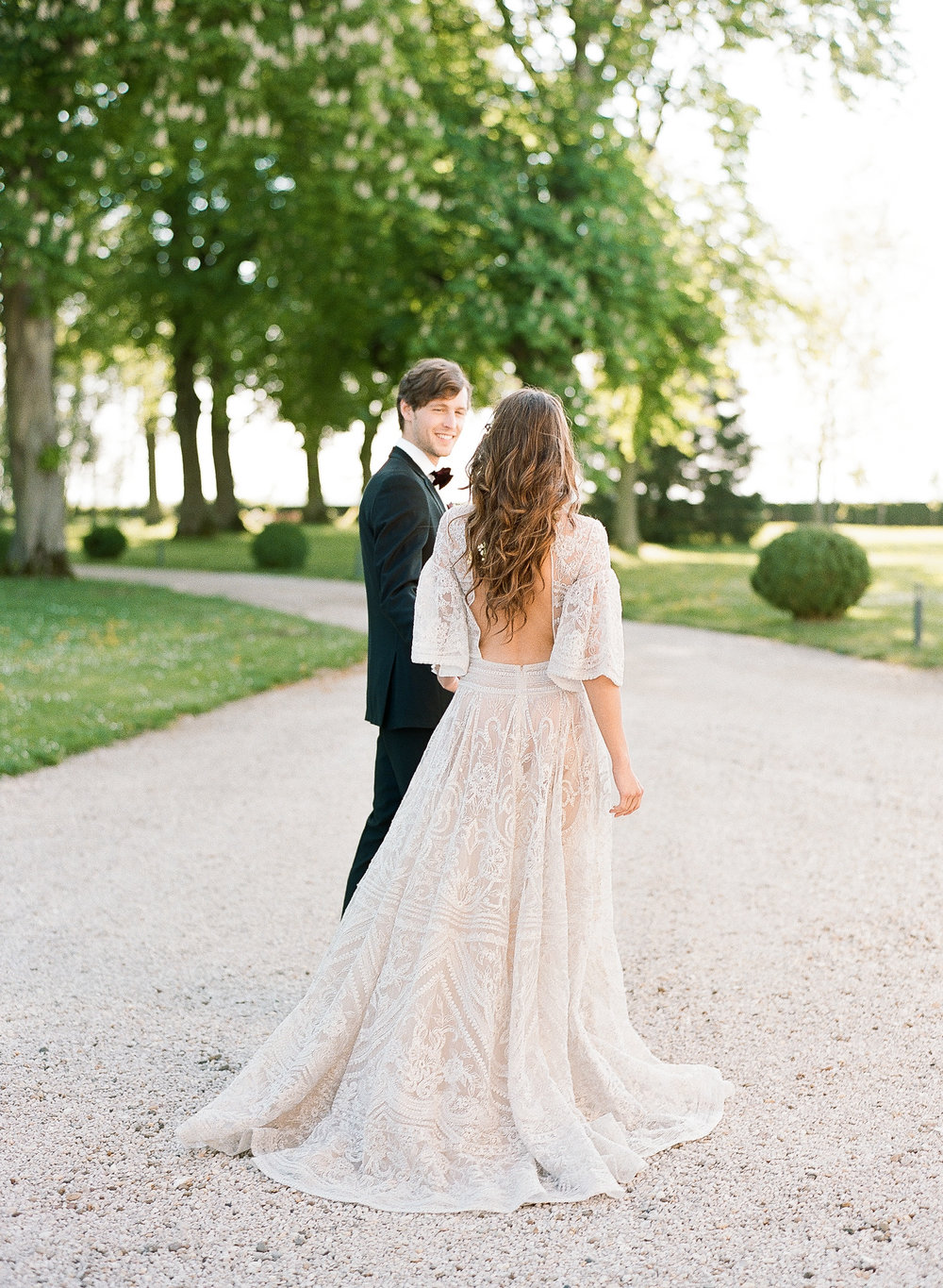 A bride and groom at sunset in Chateau de Varennes; Sylvie Gil Photography