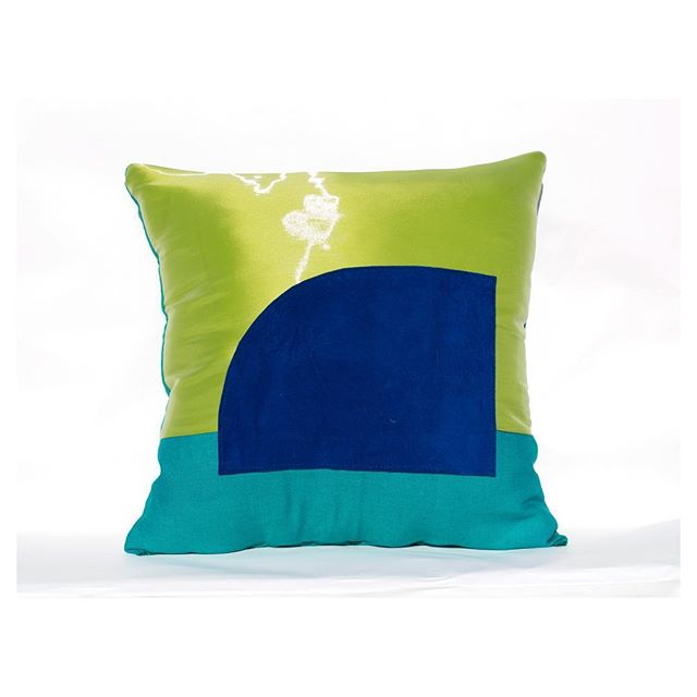 Liquid organza is so fitting right now #resort #mood . The Macaw collection still has a few pieces left! 💙💛💚 . . . . . . . #luxuryhomes #interiordesign #interiorfabrics #womenentrepreneurs #luxury #silk #pillows #designnyc #nycdesign #smallbusiness #interiors #luxe #homedecor #handmand #parisdesign #madeinusa #bostondesign #salon #altforliving #textiles #hometextiles #interiortextiles #collectibledesign #design #collectibles #salon #salone #milansalone #uniquehome