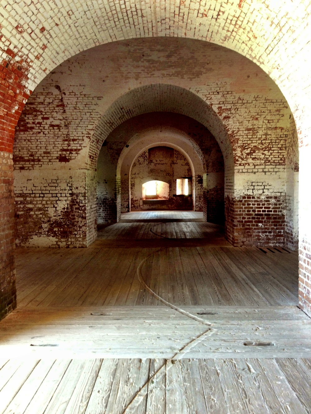 Vaulting. Note the semi-circular grooves in the floor, for rotating the cannons.