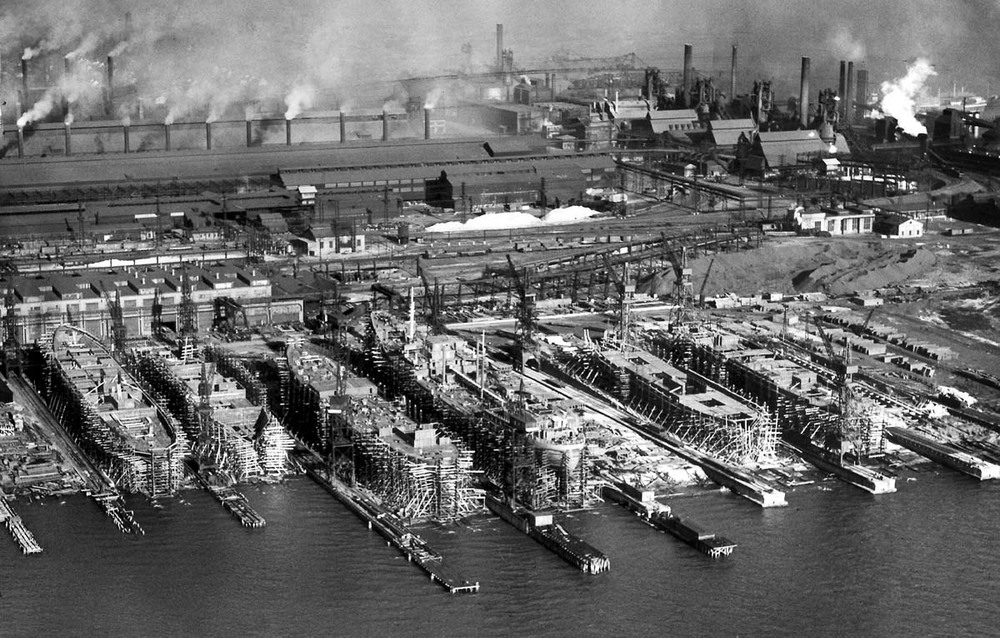 Sparrows Point shipyards at their wartime height, in 1940. By Robert Kniesche for the Baltimore Sun.