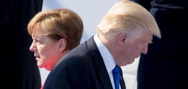 Trump-und-Merkel-beim-Nato-Gipfel-2017.jpg