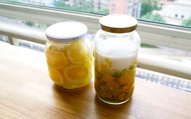 5. 마지막으로 2~3일 가량 상온에 두고, 중간중간 흔들어 병 밑에 가라앉은 설탕도 잘 녹여준다.