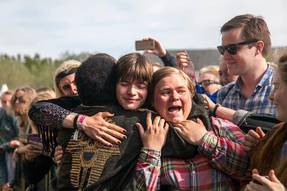 Charles Bradley hugging fans