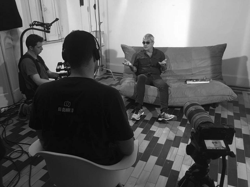 Arthur Omar sendo entrevistado para o programa No Olhar | 4/junho