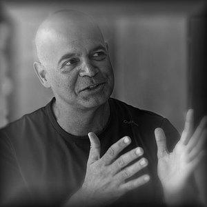Reinaldo Hingel, professor do Ateliê Oriente, escola de Fotografia RJ