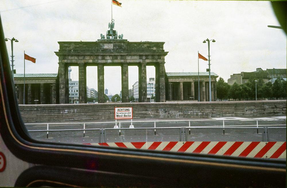 Brandenburger Tor (foto Gerhard Valentin, 1975)