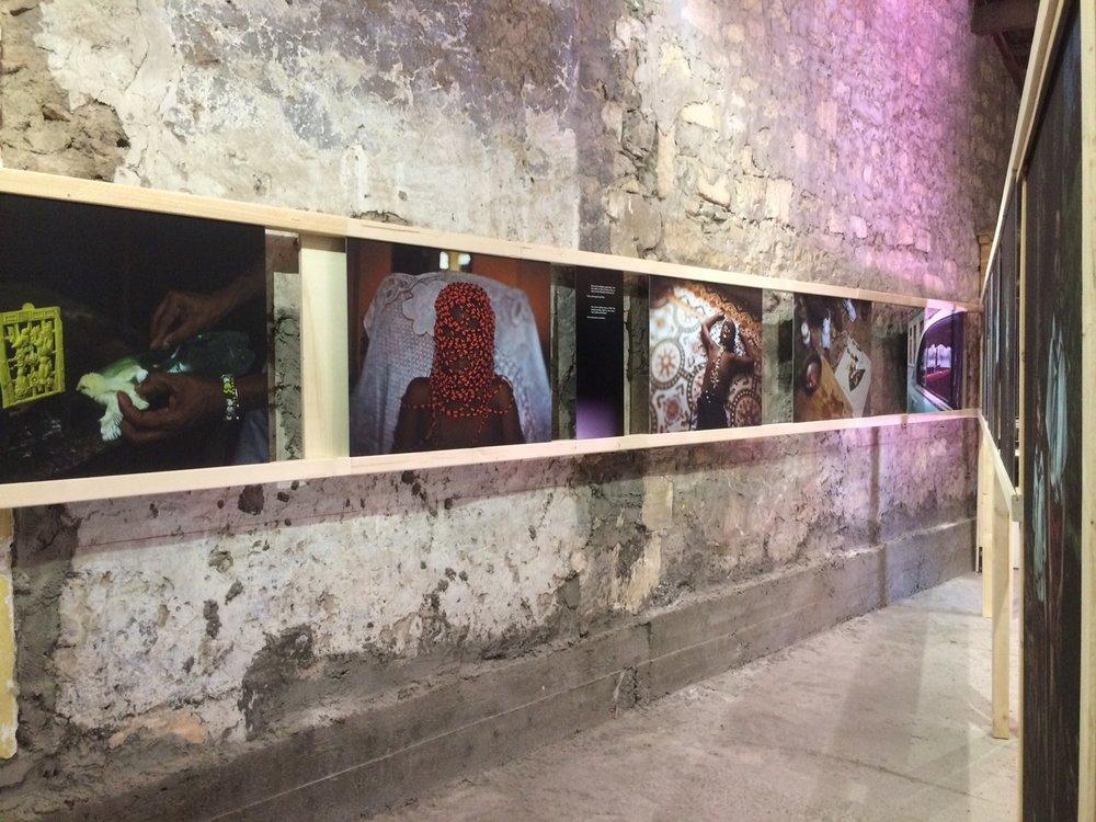 Exposição de Cristina de Middel e Bruno Morais, La croisière, arles, à meia noite na encruzilhada