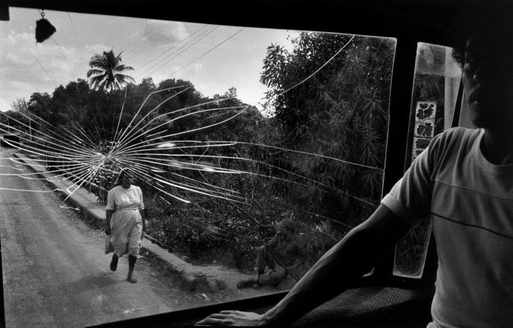 Estrada para Aguilares, El Salvador 1983 • Crédito: Susan Meiselas