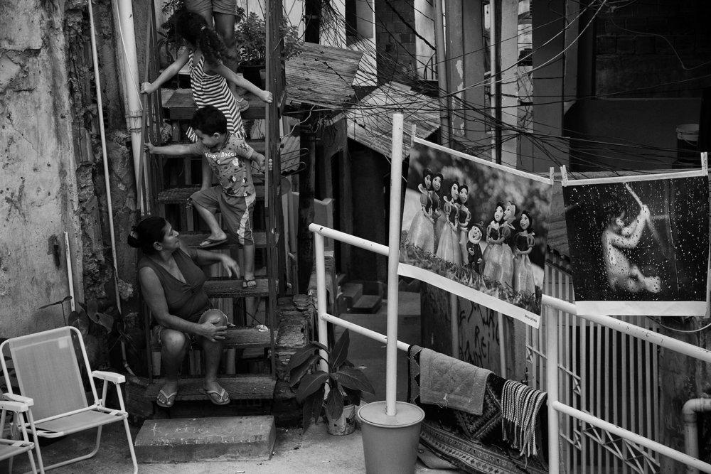 Intervenção Fotográfica, Complexo do Alemão, 2011 • Crédito: Luiz Baltar