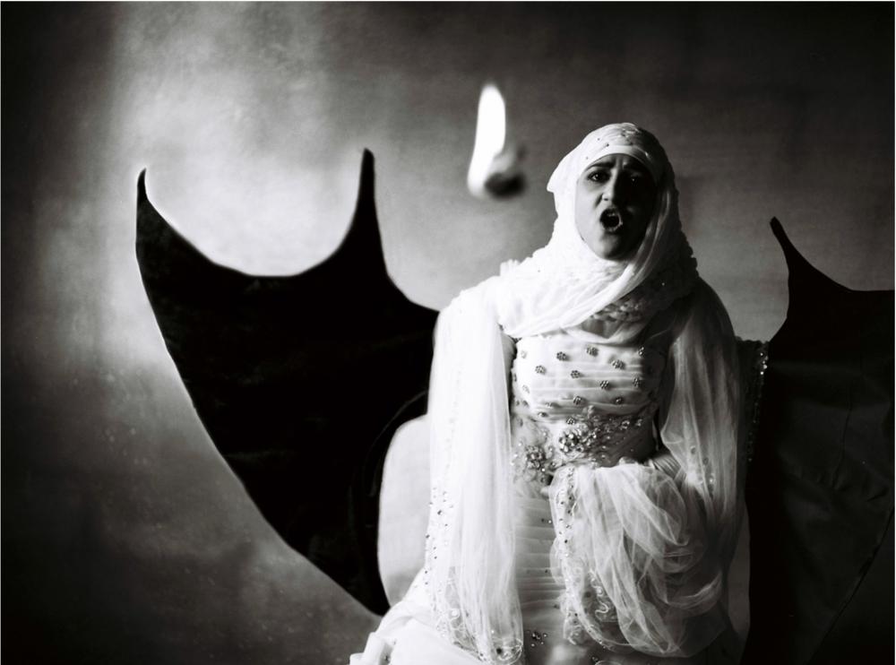 """""""Eu gostaria de virar um dragão e queimar os lenços e tudo mais na barraca."""" Omar Imam"""