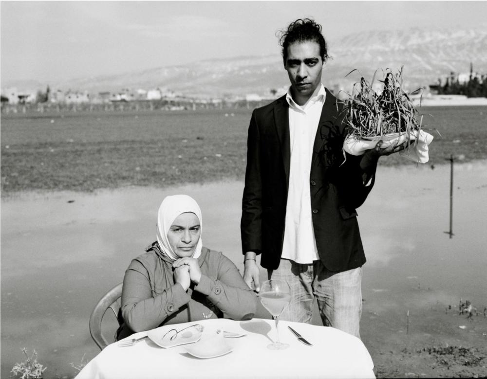 """""""Só tínhamos grama para comer, mas eu não conseguia engolir. Porém eu me forçava na frente das crianças para elas aceitarem isso como refeição."""" Omar Imam"""