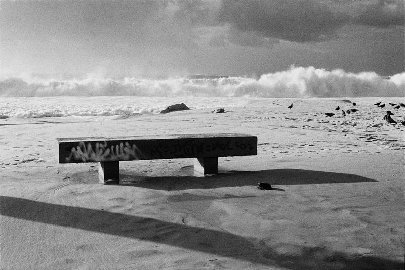 banco-pixação-praia-onda-copacabana-kittyparanagua.jpg
